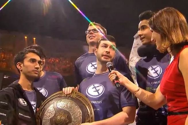Evil-Geniuses-interview-Dota-2-Champion The International 2015 ends, and a new champion emerges